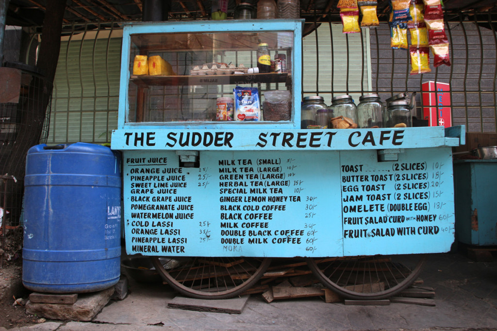 Ena izmed lokalnih stojnic, kjer se za 1 evro (80 rupij) pošteno naješ.