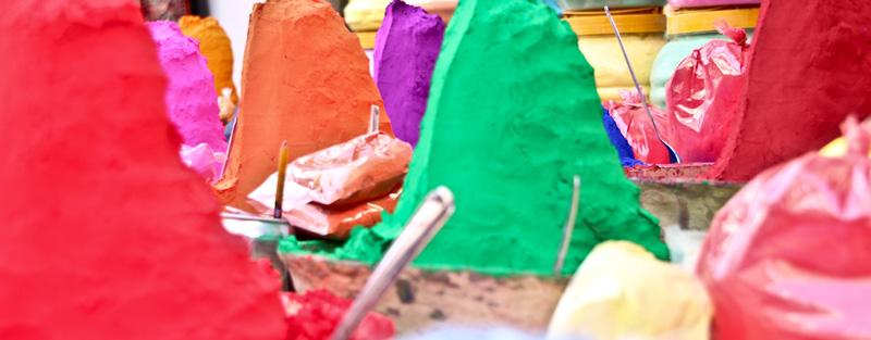 Potovanje v Indijo: Nakup barv za sveti pranik Holi