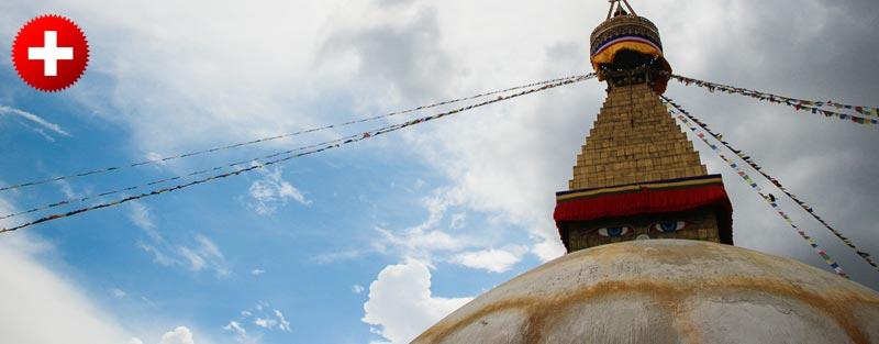 Ena izmed bolj znanih stup - Boudha stupa. Je veličastna in se ponaša z bližino več deset samostanov, kar pomeni da vsakodnevno kroži okrog nje tisoče menihov in nun.