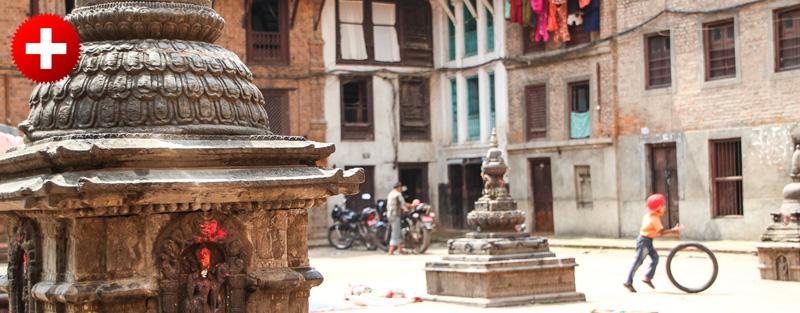 kathmandu je poln mali trgov kot je ta na sliki in če se sprehajaš okoli, se kar zaletavaš vanje.