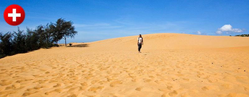 Rdeča puščava v mestu Mui ne, ki ima tudi večjo belo puščavo. Vietnam.
