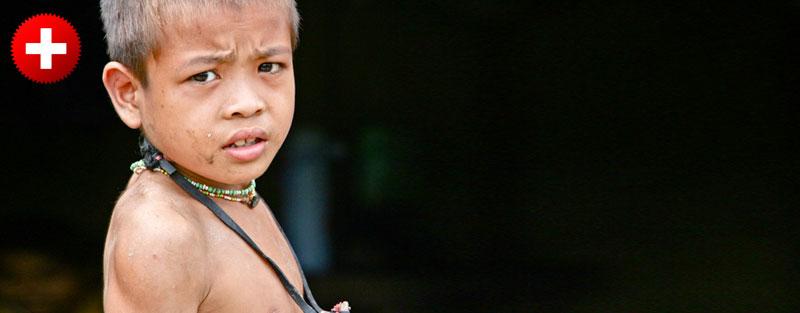 Mentawai je otočje, kjer lahko greste na trekking k plemenom, ki živijo v lesenih hišah v džungli.