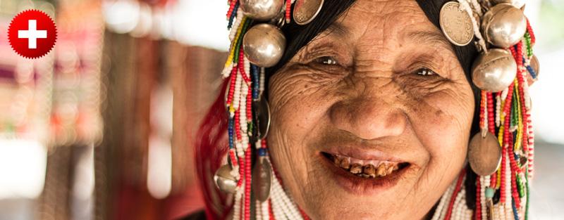 Thaton je zelo blizu vasic različnih gorskih plemen. na sliki je gostpa iz plemena Akha, blizu pa so tudi plemena z dolgimi vratovi - plemena Karen.
