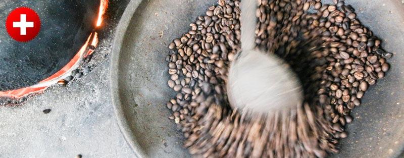Praženje kavice Kopi Luwak v eni izmed kavnih plantaž v Ubudu.