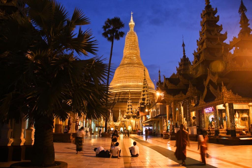 Potovanje v Mynamar: V središču meta Yanogn te čaka tole. Izjemna Shwedagon pagoda.