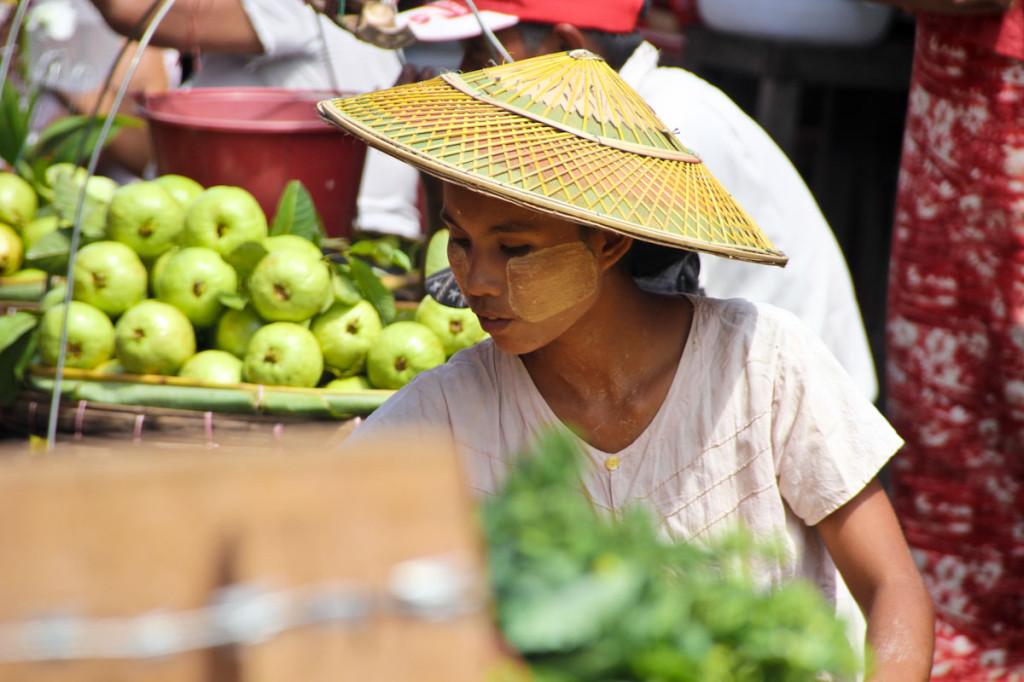 Potovanje v Myanmar: Dekle, namazano s tanako.