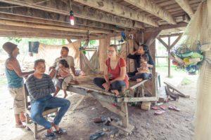 Druženje z domačini, Kaledupa, Wakatobi, Indonezija
