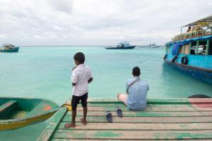 Lokalno življenje na Maldivih.