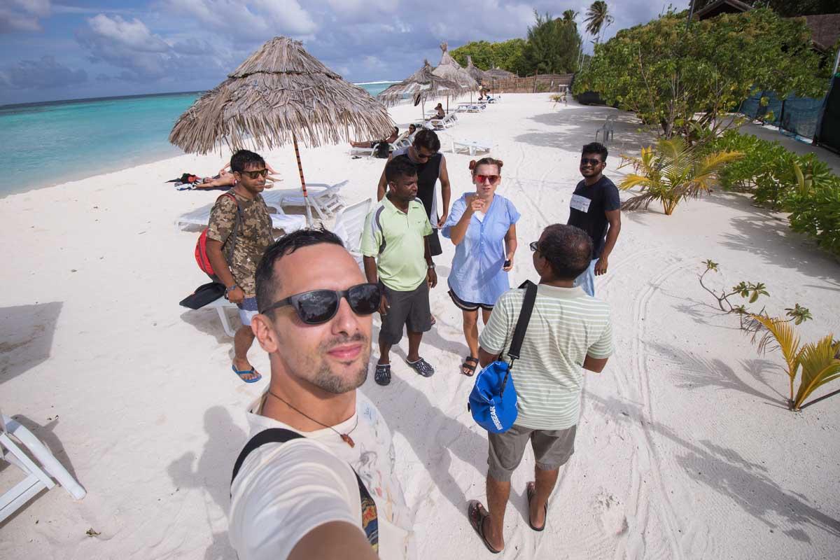 Druženje s fanti na otoku Gulhi, Maldivi.