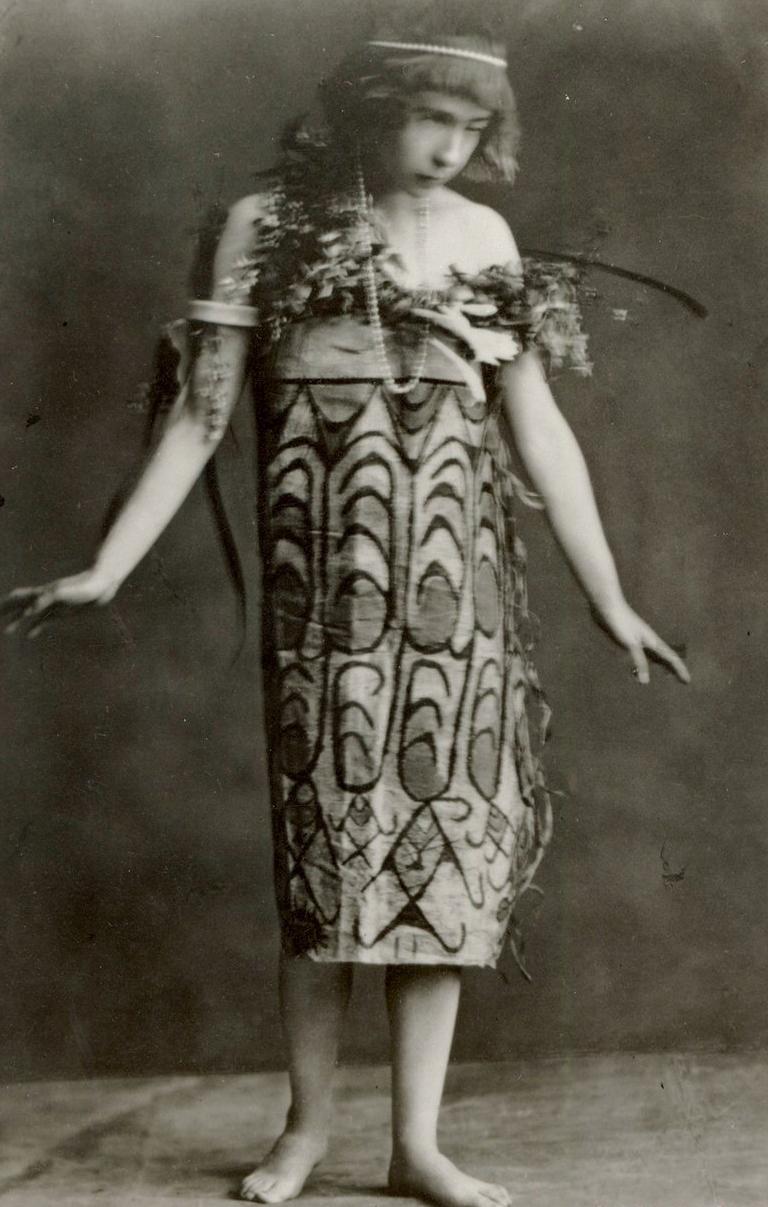 Alma Karlin noša